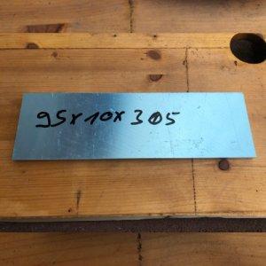 Reststücke Aluminium Vierkant 95x10mm Länge 305 mm